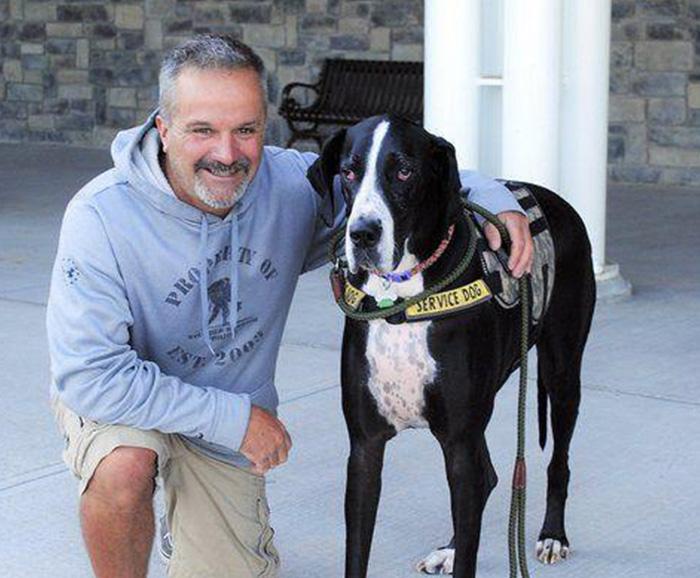 US Navy veteran Scott Aubin with his dog Dash